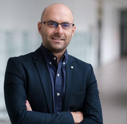 prof. dr hab. Artur Stefankiewicz
